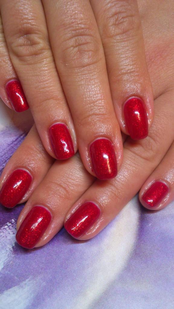 Maniküre mit Schellak / Rot Farbe